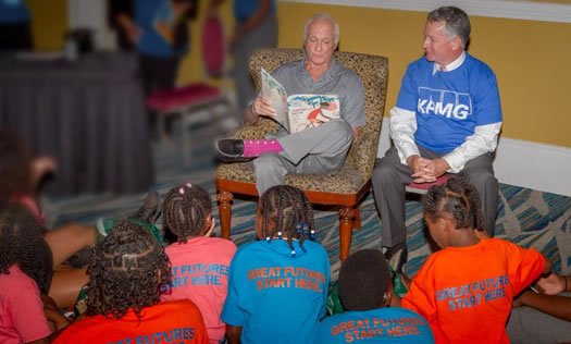 Harris Rosen reading to children