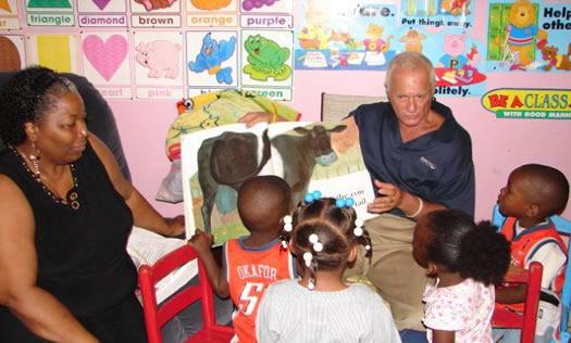 Harris Rosen reading to kids - Tangelo Park Program